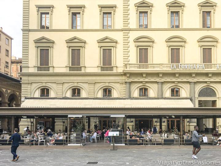Exterior del famoso cafe Pazskoski en Florencia, Italia