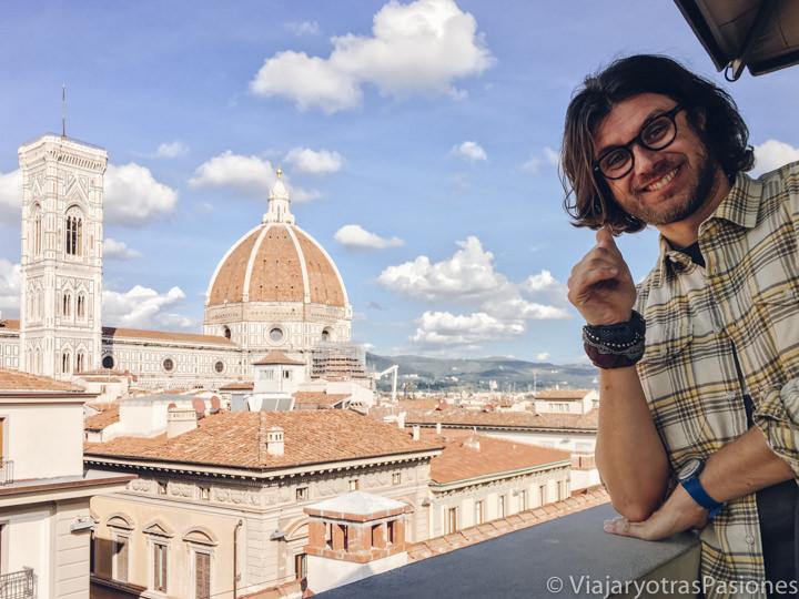 Increíble panorama sobra el duomo de Florencia desde la terraza de la Rinascente, Italia