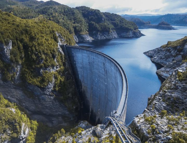 Vista panorámica de la Gordon Dam en Tasmania, Australia