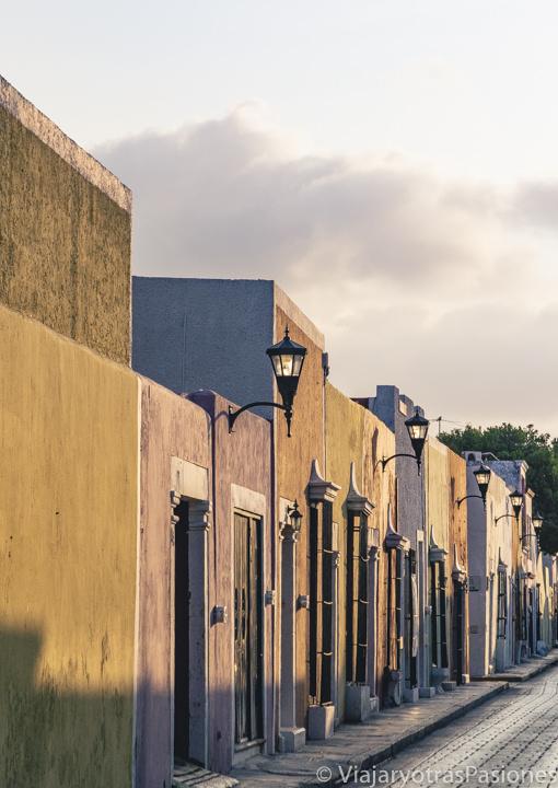 Atardecer en las bonitas casas de la Calle 59 en Campeche, México
