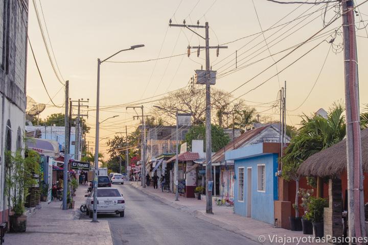 Espectacular atardecer en el pueblo de Bacalar en México