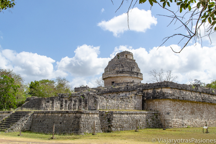 Panorama sobra el antiguo sitio del Caracol, en Chichén Itzá, México