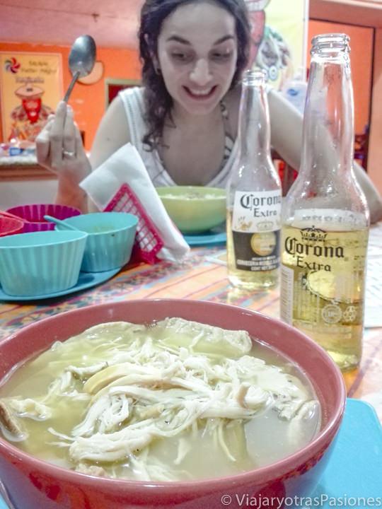 Deliciosa comida en una taqueria de Bacalar, México