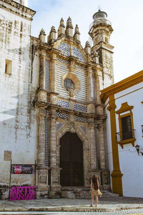 Hermosa entrada del ex templo de San José en Campeche, México