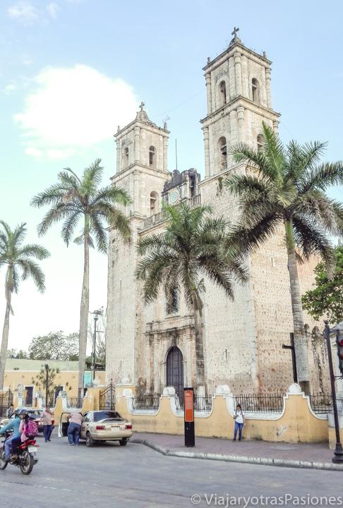 Fachada de la iglesia de San Servando en Valladolid, México