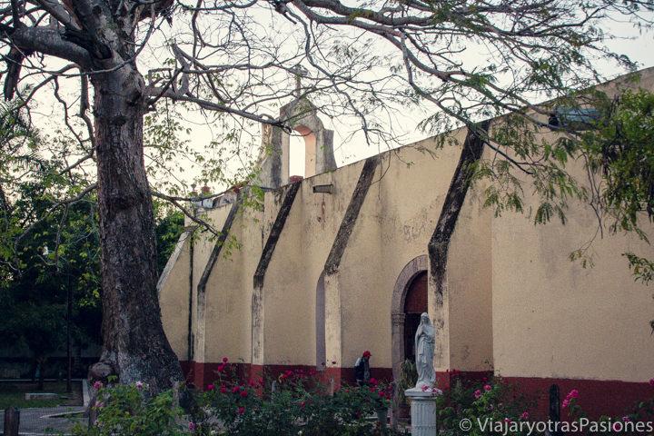 Vista de la parroquia de San Joaquín de Bacalar, México