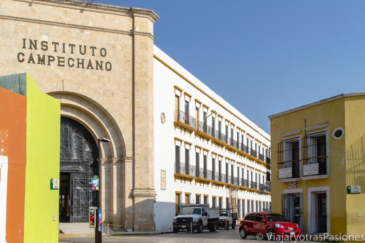 Fachada del instituto Campechano en la bonita ciudad de Campeche, México