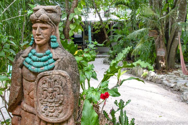 Patio de un bonito hostal de Tulum, México