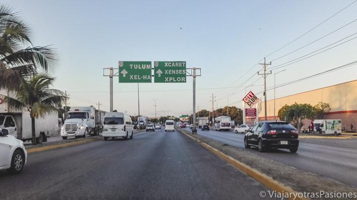Vista de la carretera para llegar a Tulum, México