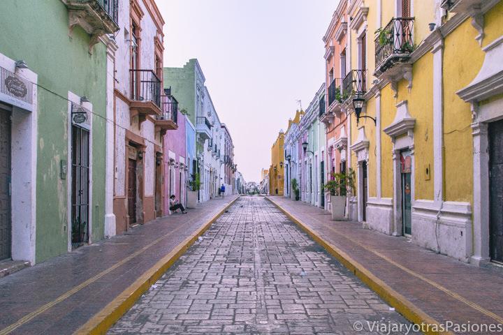 Hermosa vista al amanecer en la Calle 59 de Campeche, México