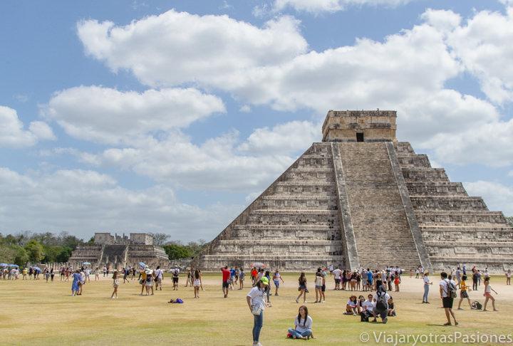 Vista panorámica del la zona arqueológica de Chichén Itzá, México