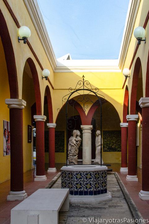 Colorido patio de la Casa del Teniente Rey en Campeche, México