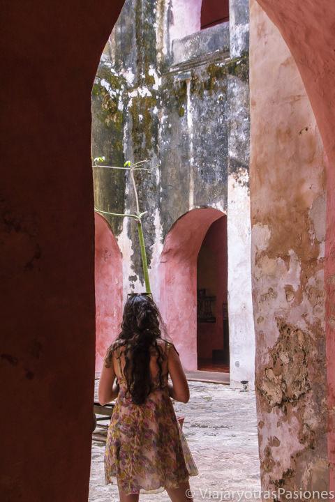 Patio del convento de San Bernardino de Siena en Valladolid, México