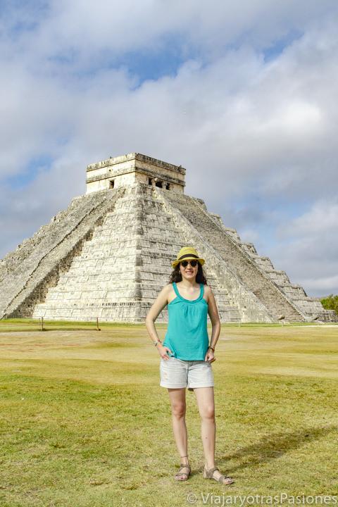 Frente a la famosa Chichén Itzá, México