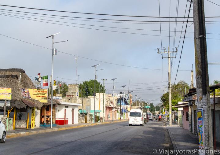 Calle principal del pueblo de Pisté, cerca de Chichén Itzá, México