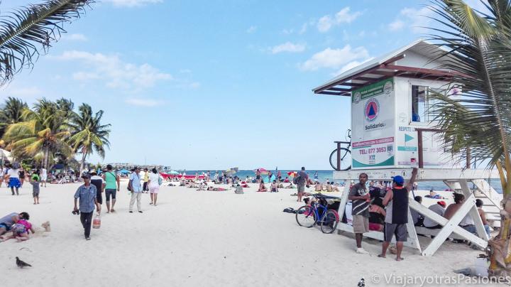 Entrada a la playa de Playa del Carmen, México