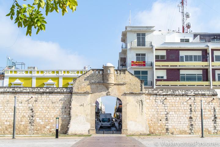 Vista de la Puerta del Mar de Campeche, en México