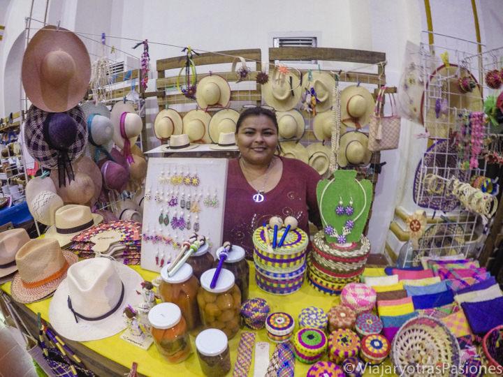 Bonito puesto del mercado del ex templo de San José en Campeche, México