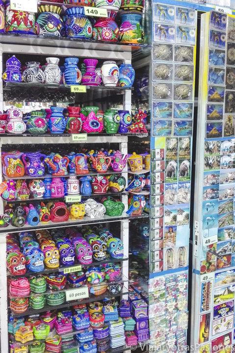 Tienda con recuerdos en la Quinta Avenida en Playa del Carmen, México