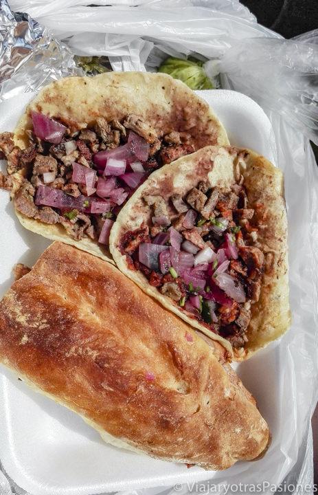 Deliciosos tacos y torta de la taquería Honorio de Tulum, México