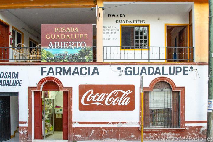 Típica tienda en el centro de Bacalar, México