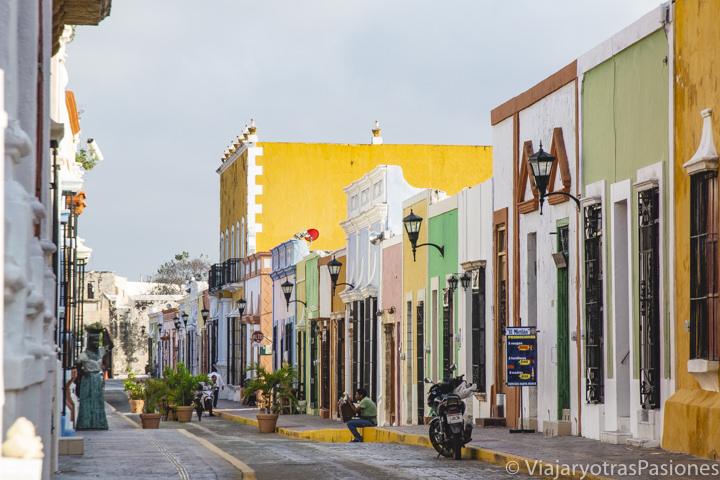 Vista panorámica de la bonita calle 59 de Campeche, México
