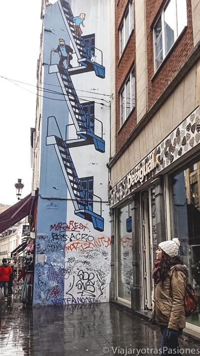 Bonita imagen del famoso mural de Tintín en Bruselas, en Bélgica