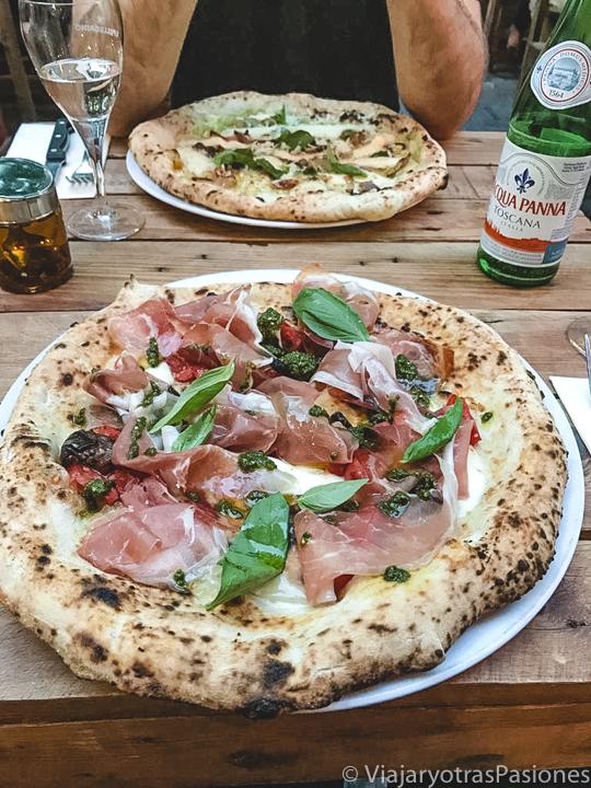 Rica pizza que se puede comer en Bruselas, Bélgica