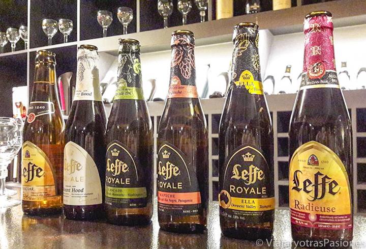 Botellas de la famosa cerveza Leffe de Bélgica
