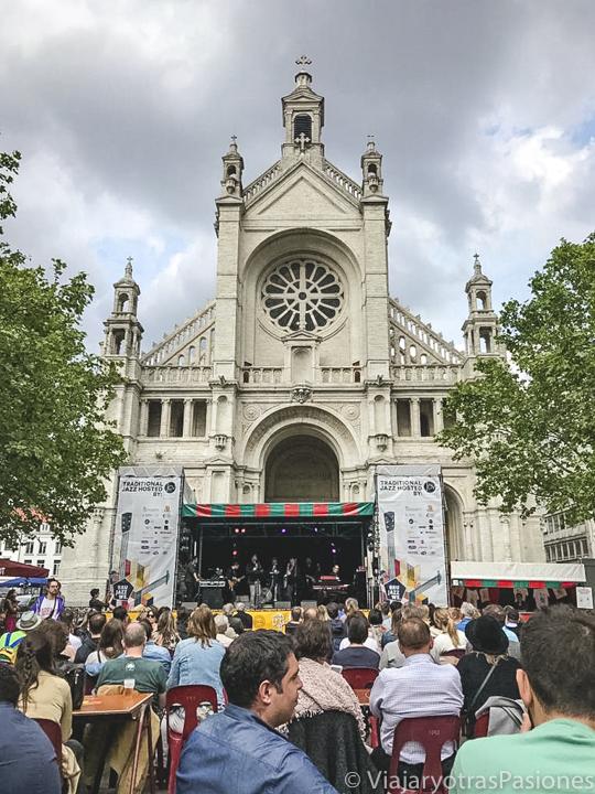 Panorama de un evento en la Place de Sainte-Catherine en Bruselas, Bélgica