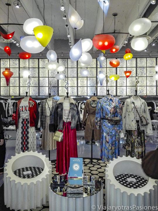 Interior de la famosa tienda 10 Corso Como en Milán, Italia