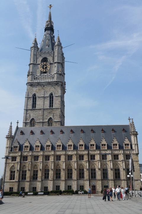Bonita vista del Belfort de Gante en Bélgica