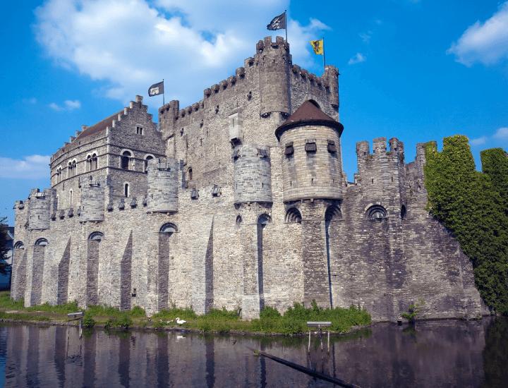 Panorámica del Castillo de los Condes de Flandes en Gante, Bélgica