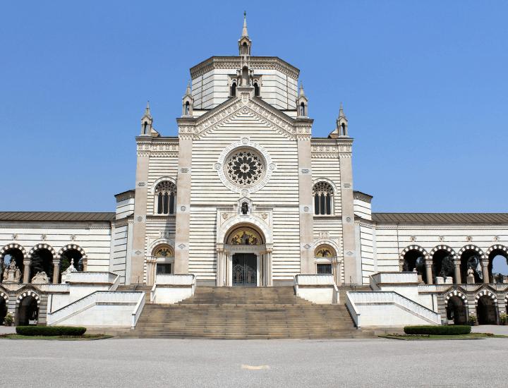 Vista del Famedio del Cimitero Monumental de Milán, en Italia