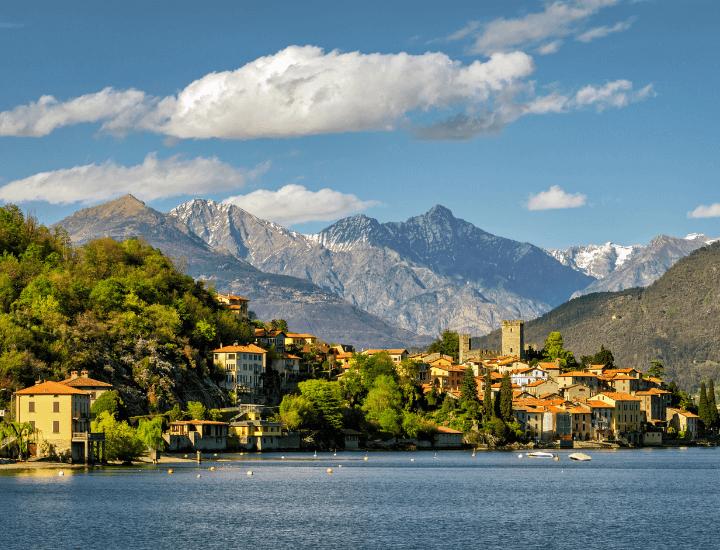 Espectacular vista del lago di Como en Milán, Italia