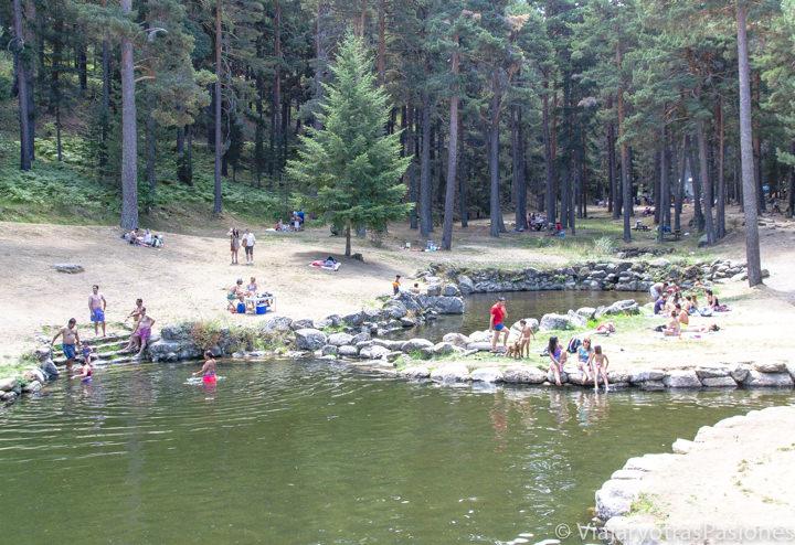 Vista de la piscina natural cerca de Navafría en España