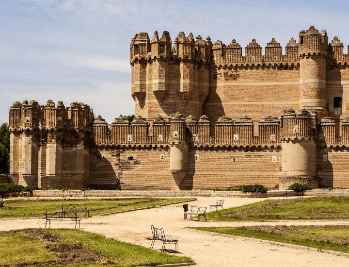 Vista del espectacular castillo de Coca en la provincia de Segovia, España