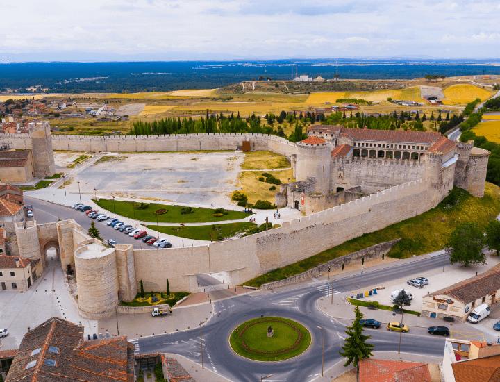 Panorama del pueblo de Cuéllar en la provincia de Segovia, España