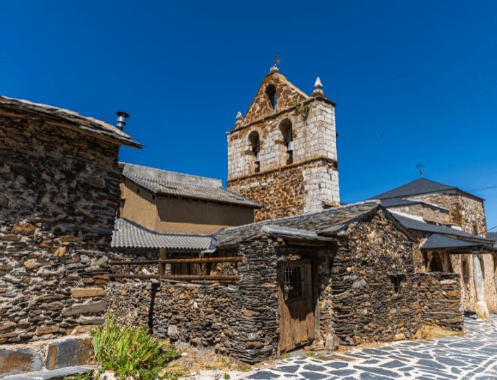 Panorama del bonito pueblo de El Muyo en la provincia de Segovia, España