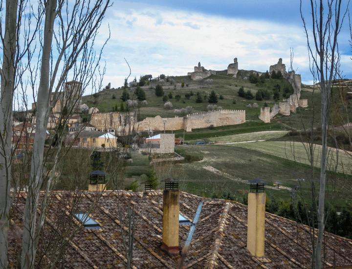 Bonito panorama del pueblo de Fuentidueña en la Provincia de Segovia, España