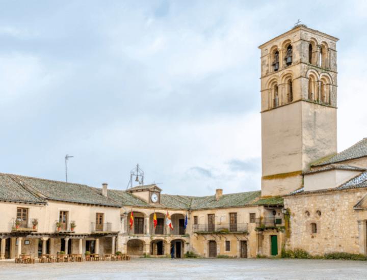 Vista panorámica del pueblo de Pedraza cerca de Segovia, España