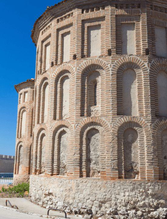 Bonito detalle de la iglesia de San Martín en Cuéllar en España