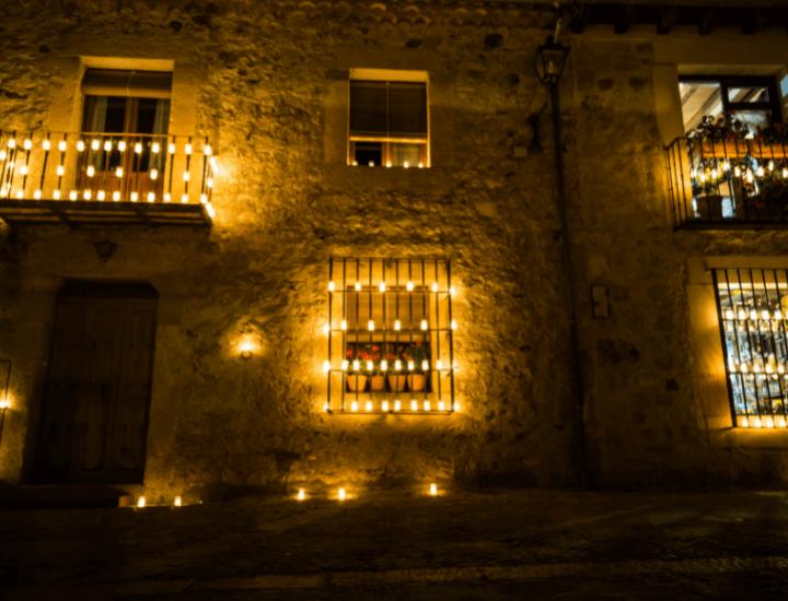 Detalle de la bonita Noche de las Velas en Pedraza, España