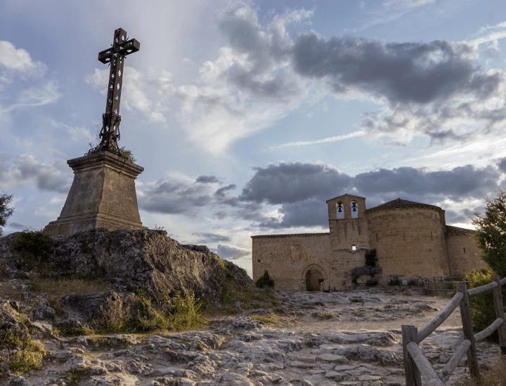 Vista de la ermita de San Frutos, en las Hoces del Duratón, cerca de Sepúlveda, en España