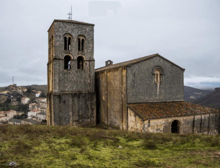 Vista de la Iglesia de El Salvador en el precioso pueblo de Sepúlveda, España