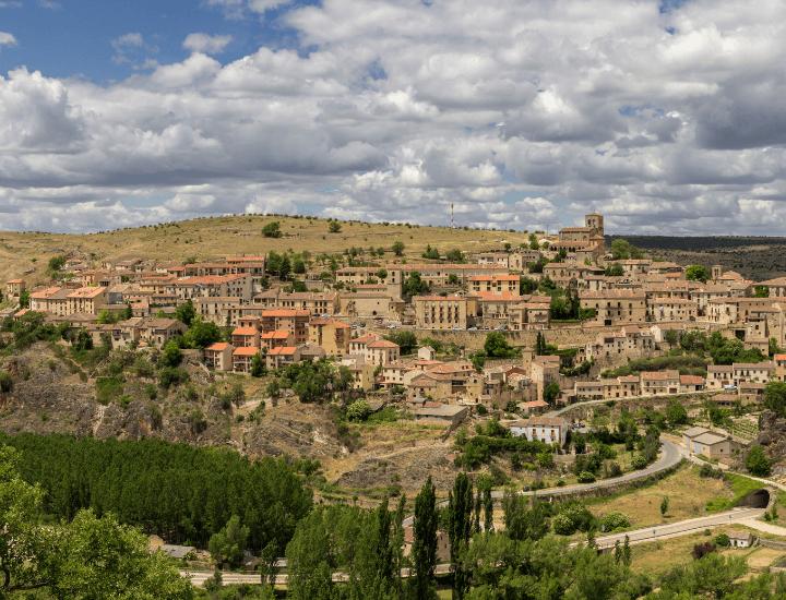 Espectacular panorama del bonito pueblo de Sepúlveda, en España