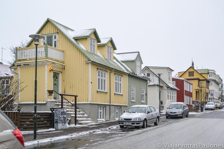 Típicas casas islandesas en la calle Skólavördustígur, en Reikiavik