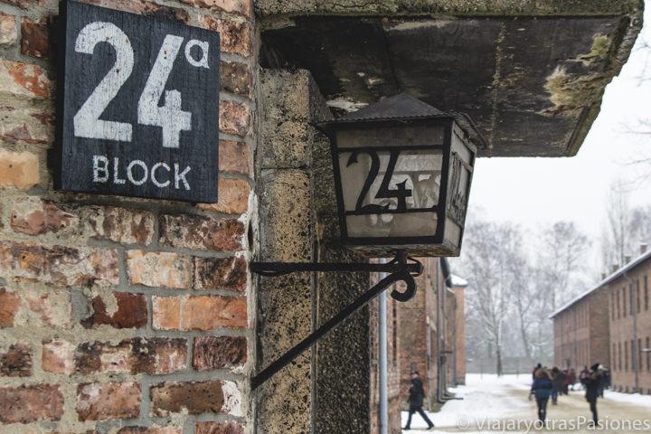 Típicos numéros de los bloques del campo de concentración de Auschwitz, Polonia