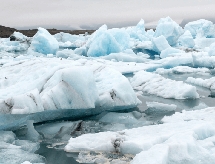 Hermosa vista de laguna glaciar Jökursárlón en Islandia