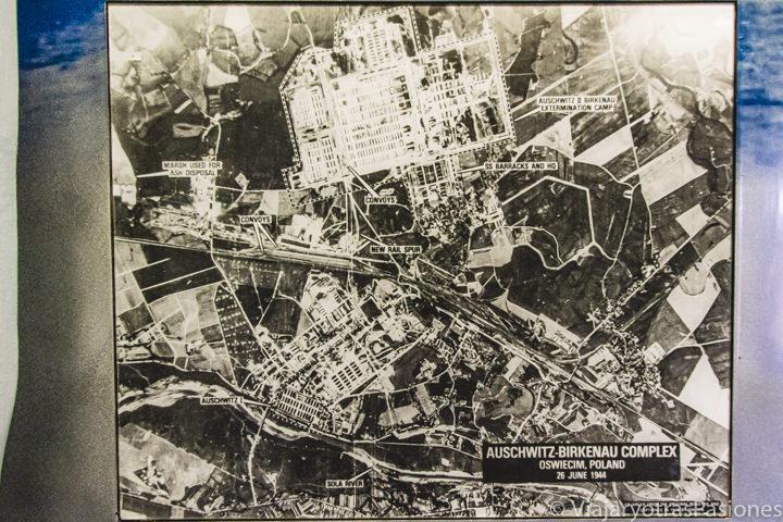 Antigua fotografía aérea del complejo de Auschwitz-Birkenau en Polonia